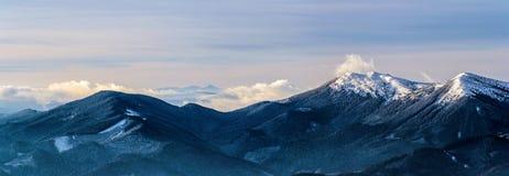 蓝色山峰 库存照片
