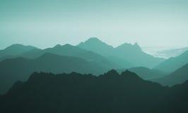 蓝色山抽象背景看法  波浪 免版税库存照片