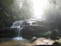 蓝色山瀑布 库存照片