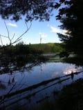 蓝色山的湖在加拿大 免版税库存照片