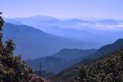 蓝色山 库存照片