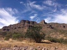 蓝色岩石天空 库存图片