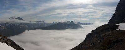 蓝色峡湾山本质挪威天空 图库摄影