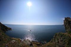 蓝色峭壁海运天空星期日视图 库存照片