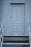 蓝色工业门 库存图片