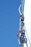 蓝色帆柱索具天空白色 免版税图库摄影