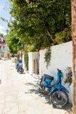 蓝色希腊家庭海岛kos停放了乘的照片滑行车 照片拍摄在莱夫卡斯州海岛,希腊2 库存照片