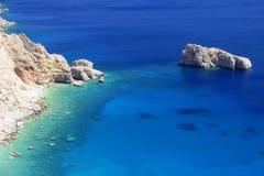 蓝色希腊盐水湖 免版税图库摄影