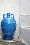 蓝色希腊花瓶 免版税库存图片
