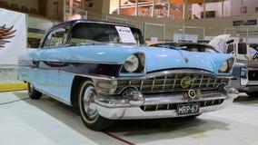 蓝色帕卡德执行委员1956经典之作汽车 库存照片