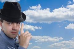 蓝色帽子人天空 免版税库存照片