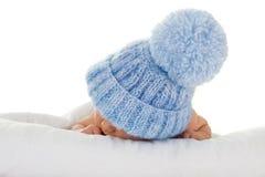 蓝色帽子婴儿编织 库存图片