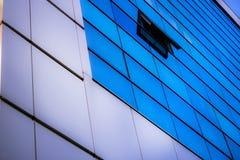 蓝色建筑学的窗口 图库摄影