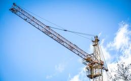 蓝色建筑用起重机天空 免版税库存图片