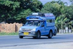 蓝色微型卡车出租汽车 免版税库存照片