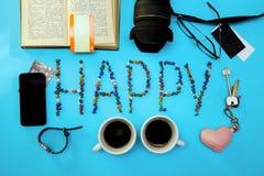蓝色心脏钥匙背景华伦泰` s天概念照相机锁上电话信件愉快的书票咖啡杯两时钟信用卡ta 库存照片