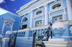 蓝色房子在梅里达,墨西哥 库存照片