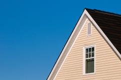 蓝色房子天空 库存照片