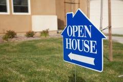 蓝色房子开放符号 免版税库存图片