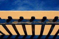 蓝色房子游廊黄色 免版税库存图片