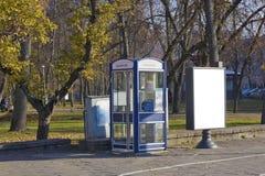 蓝色投币式公用电话 免版税库存照片