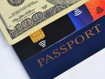 蓝色护照、一百元钞票和三张不同信用卡 库存图片