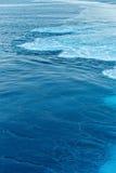 蓝色抽象波浪海洋水背景 免版税库存照片