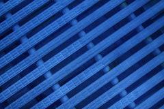 蓝色抽象滤网背景白色颜色现代塑料破折线 免版税库存照片