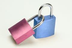 蓝色挂锁粉红色 免版税库存图片
