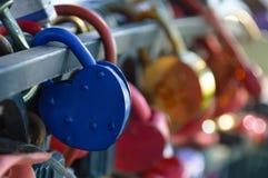 蓝色挂锁 库存照片