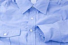 蓝色接近的衬衣 免版税库存照片