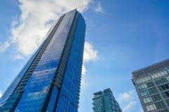 蓝色摩天大楼街市的多伦多 免版税库存图片