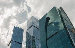 蓝色摩天大楼门面,办公楼 免版税库存照片