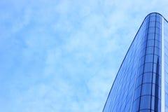 蓝色摩天大楼门面 柏林大厦办公室 玻璃现代剪影摩天大楼 免版税库存图片