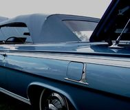 蓝色敞篷车老 库存图片
