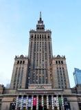 蓝色文化宫殿波兰科学天空夏天华沙 免版税图库摄影