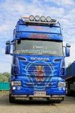 蓝色斯科讷R620 V-8卡车拖拉机 免版税库存图片