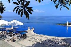蓝色旅馆豪华海洋池游泳 免版税图库摄影