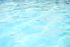 蓝色明亮的反映水 免版税库存照片