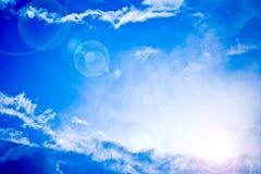 蓝色明亮的天堂般的光芒天空星期日 库存图片