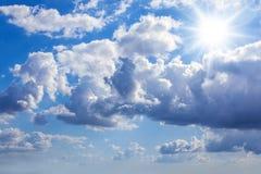 蓝色明亮的天空 免版税库存图片