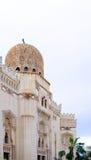 蓝色明亮的清真寺天空 库存照片