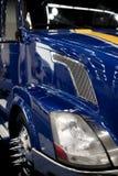 蓝色明亮的现代大商务的船具idustrial半拖拉机 免版税图库摄影