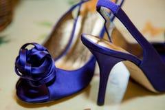 蓝色明亮的鞋子 库存图片