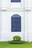 蓝色木窗口经典之作样式 图库摄影