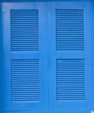 蓝色木窗架 库存照片