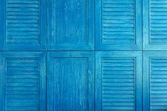 蓝色木葡萄酒窗口纹理  免版税图库摄影