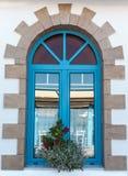 蓝色村庄窗口 免版税库存照片