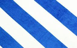 蓝色条纹毛巾背景 夏天海滩概念横幅 免版税库存图片