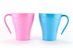 蓝色杯子粉红色 库存照片